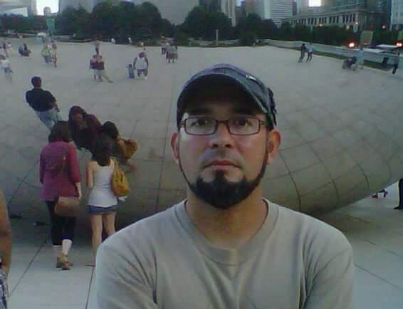 Marte Camargo en el Millenium Park de Chicago, USA, 2004 (archivo personal).